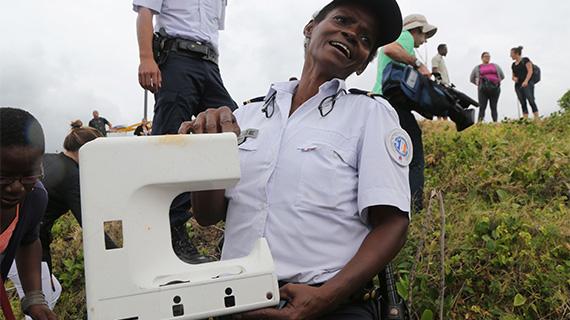 留尼汪岛再现疑似飞机残片物体