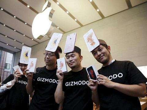 直击苹果新机开售 各地再现通宵排队抢购潮