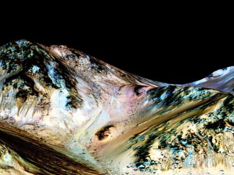 NASA宣布在火星表面发现液态水证据