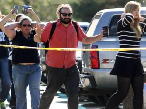 美国俄勒冈社区大学枪击致10人死20人伤 枪手被击毙