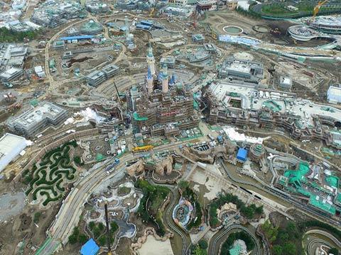 俯瞰上海迪士尼 在建大城堡露真容