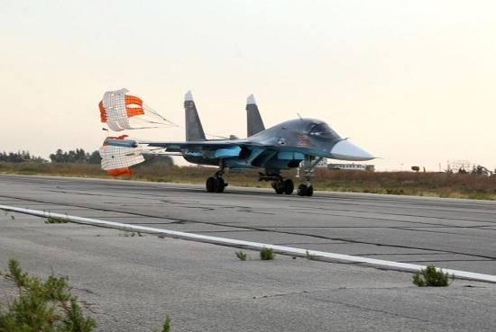 实拍叙利亚Hmeymim空军基地 俄罗斯苏-24苏34战机集结
