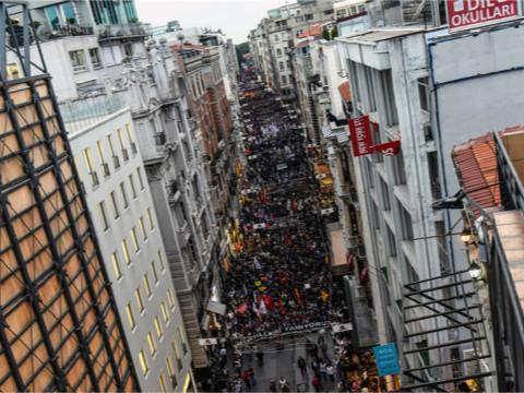 土耳其数千民众游行 抗议首都致命爆炸