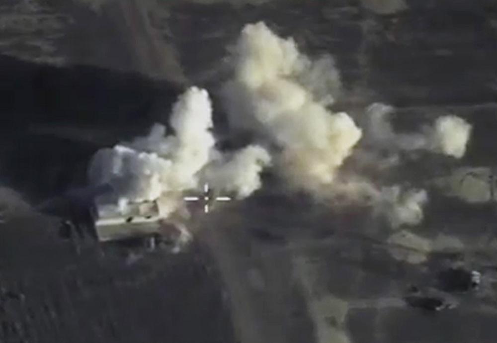"""俄罗斯国防部公布空袭叙利亚拉塔基亚""""伊斯兰国""""指挥所画面"""
