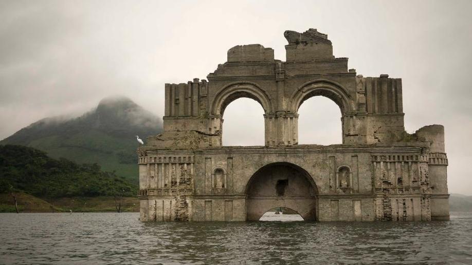 """墨西哥干旱致百年教堂遗迹""""重出江湖"""""""