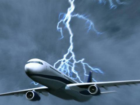 """澳大利亚客机与闪电""""擦肩而过""""瞬间"""