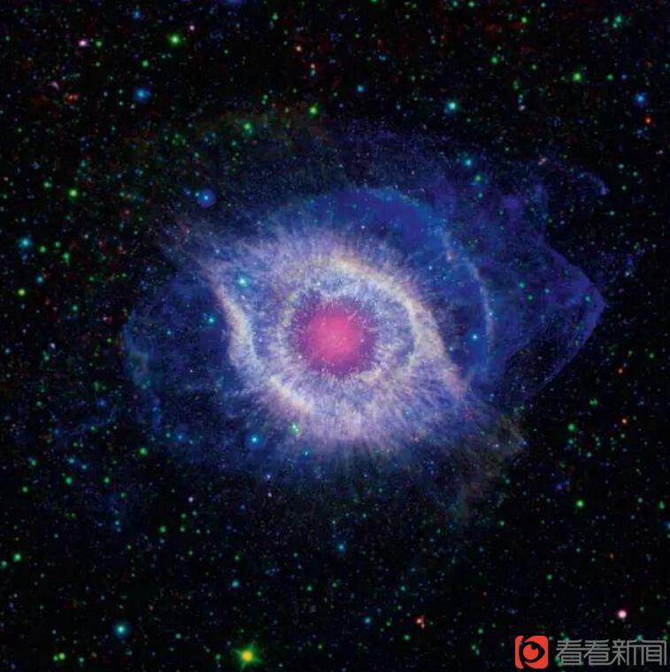 图4:这个看起来像太空之眼的神秘星云其实是一颗垂死恒星,图片显示了恒星尘埃飞扬的外层正向太空爆发,从炙热的恒星核心向外发射出密集的紫外线辐射(nasa摄于2012年)