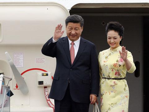 习近平主席抵达河内对越南进行国事访问