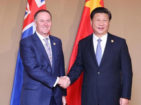 习近平会见新西兰总理约翰·基