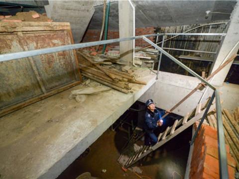 北京一公司老总铁锹挖地30尺建车库 建好后可停百辆车