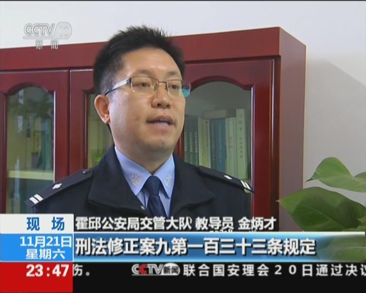 安徽霍邱:超载!核载7人面包车竟装27名学生