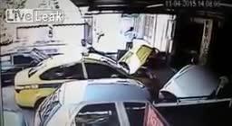 街头监控实拍便衣警察盘查嫌犯惨遭射杀