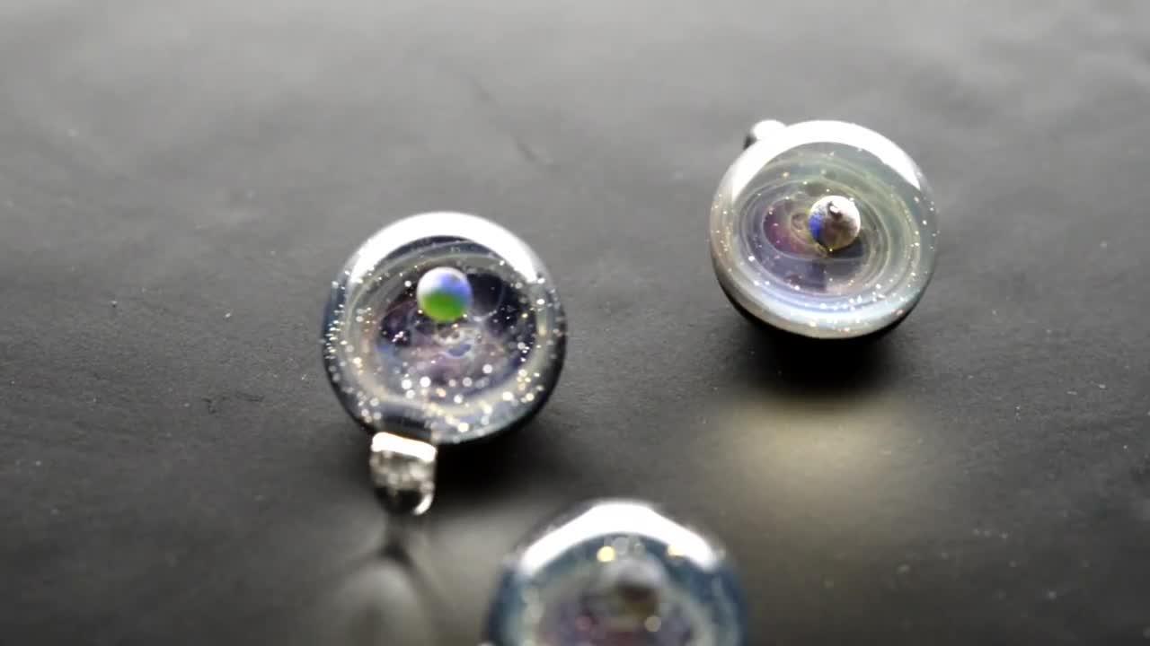绝美!日本天才艺术家将宇宙浓缩进玻璃珠
