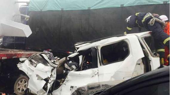 山西29车连环撞已致4死5伤