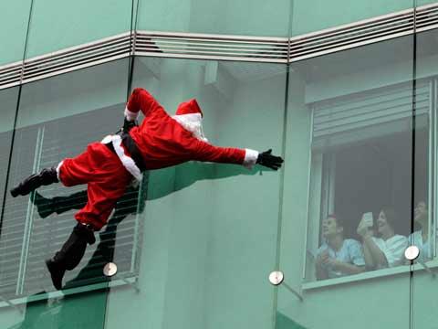 不拼颜值拼才艺 全能圣诞老人来袭!