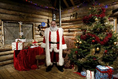 """英国""""圣诞老人""""的台前幕后"""