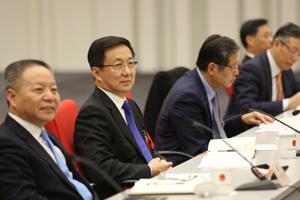 韩正代表参加上海人代会浦东新区代表团全团审议