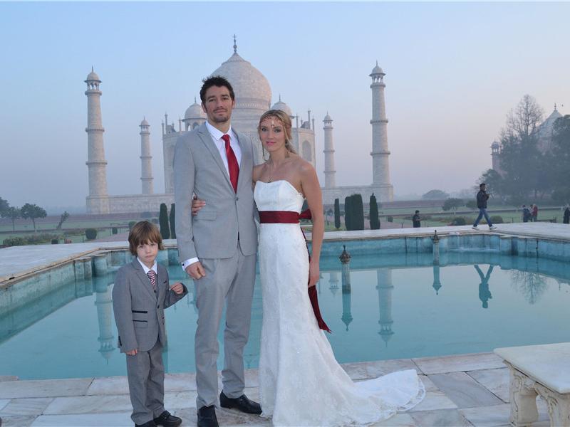 一个大写的浪漫 情侣环游世界在8个国家举行婚礼