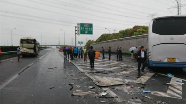 上海宝山中学大巴事故致22伤