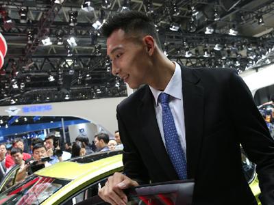 2016北京国际车展开幕 明星助阵车模靓丽