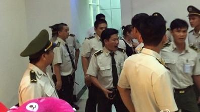 曝越南边检扣中国游客护照 收小费才放行