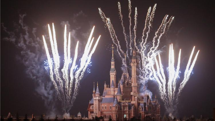 上海迪士尼乐园烟花秀测试:璀璨烟