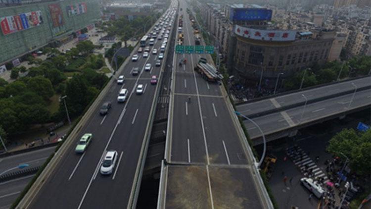 中环发生严重车祸致主桥面损毁