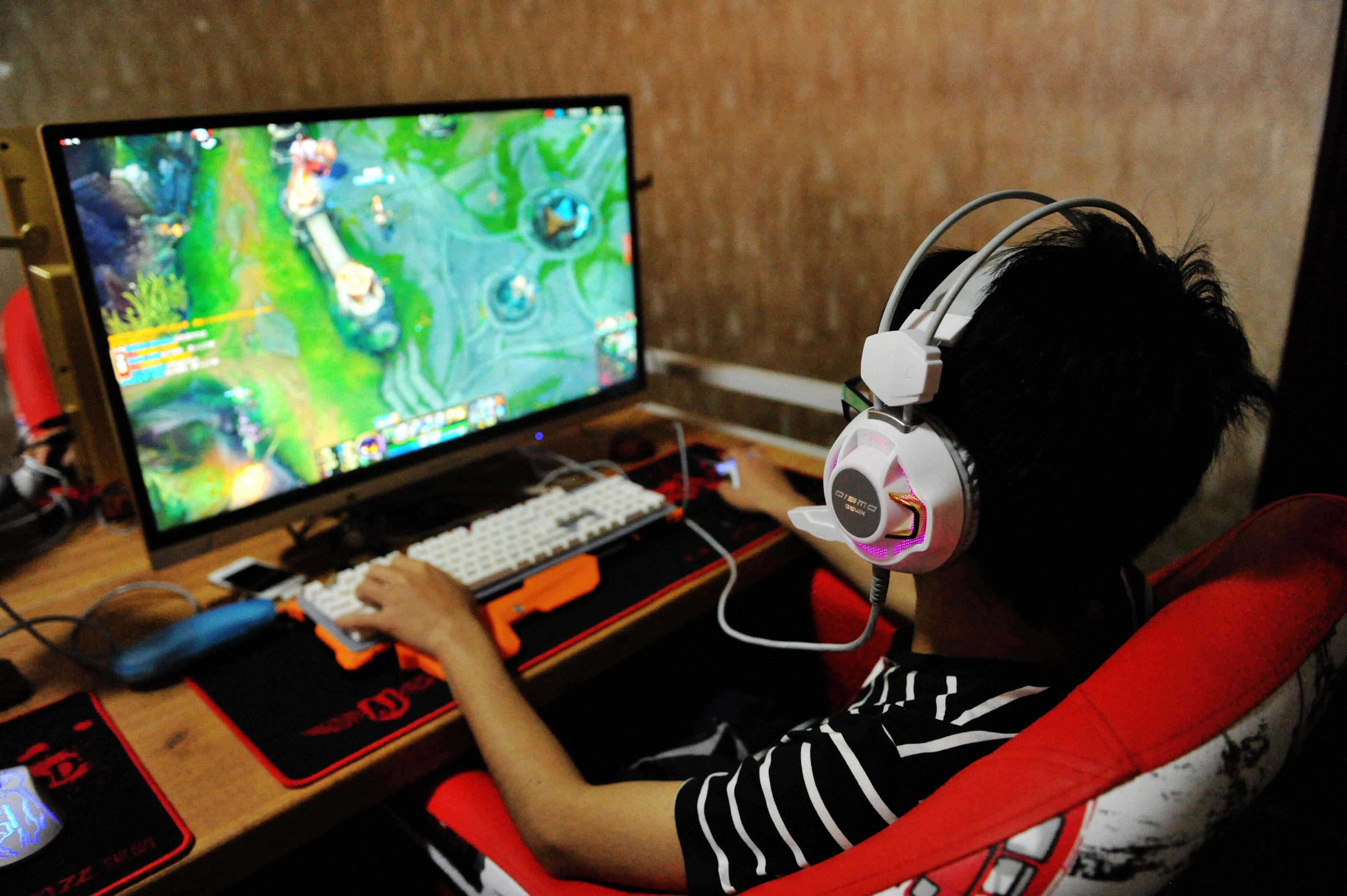 玩网络游戏_日本宅男玩网游3个月净赚6万多元