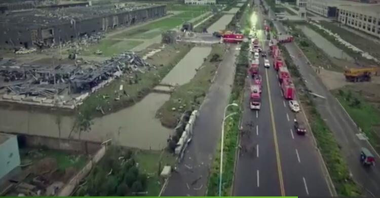 独家航拍视频:受灾现场一片狼藉 消防官兵积极救援