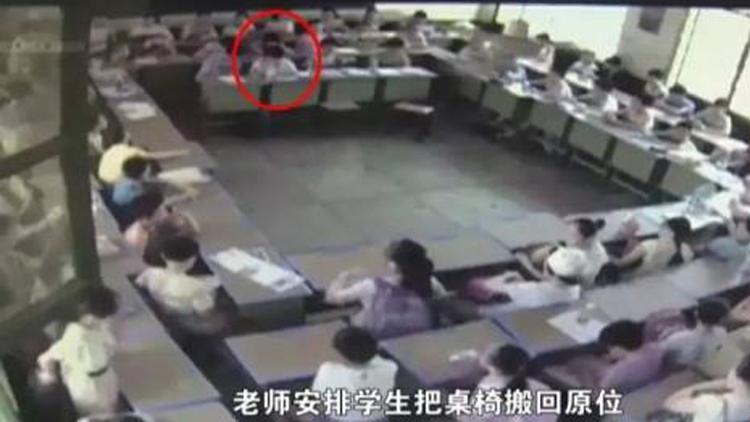 湖南小学生因不满座位摆放跳楼身亡?事发前监控画面曝光