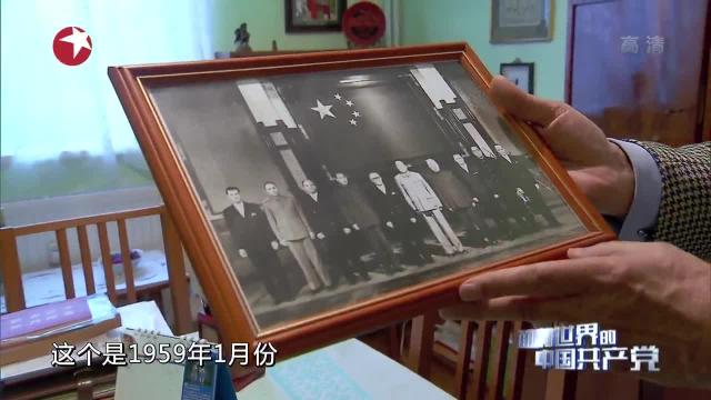 前罗马尼亚驻中国大使罗明介绍珍贵历史图集
