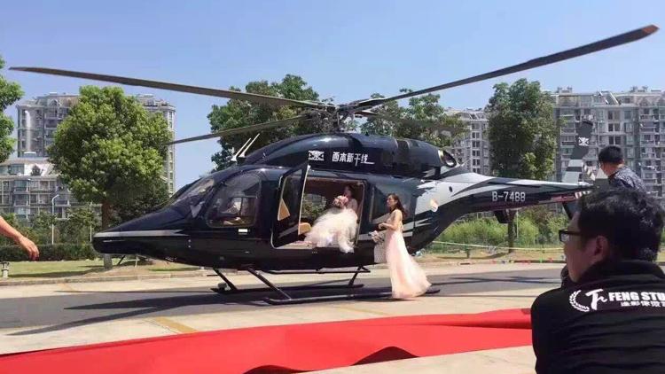 视频|土豪结婚用直升机娶亲 引发交通拥堵