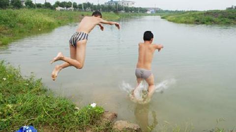 """小宣说:危险的""""野泳"""""""