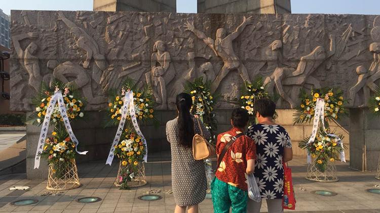 Knews记者直击:唐山抗震纪念碑广场