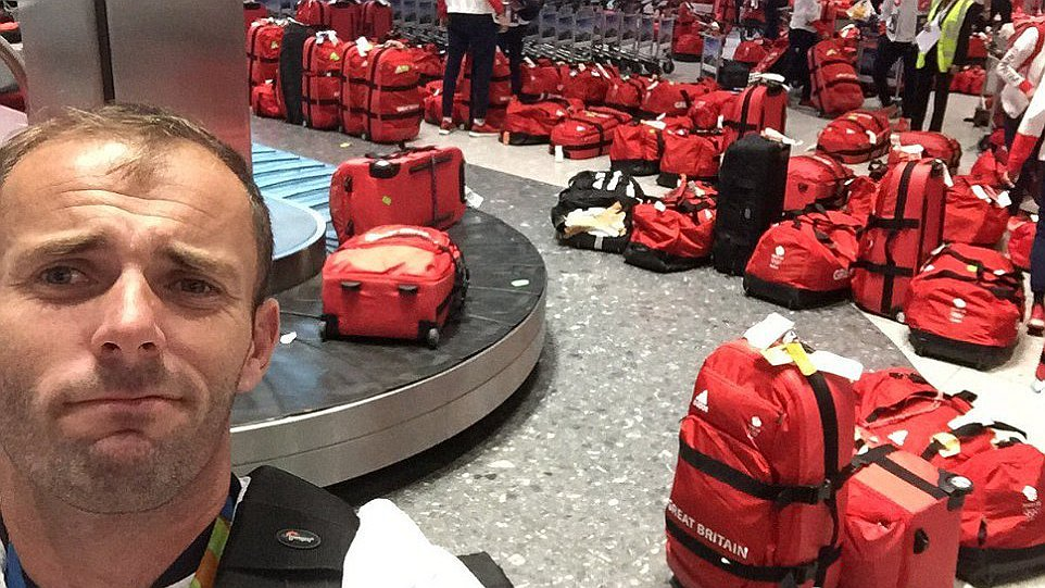 900个行李包一个样 英国奥运选手吐槽:找包比夺金牌难!