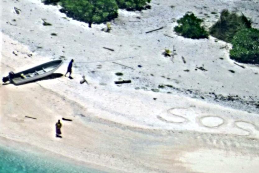 美国:两水手被困无人岛 沙滩上写下SOS终获救