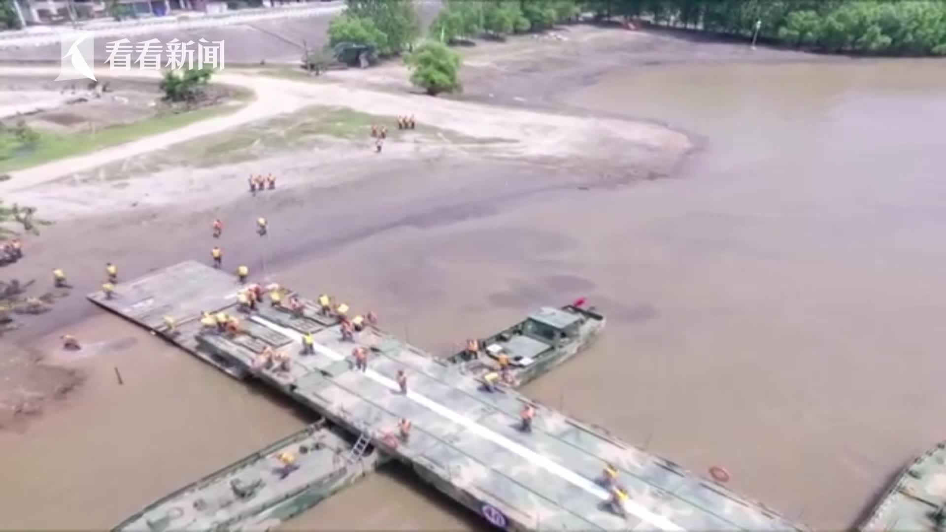 航拍视频 | 解放军26分钟在长江架起千米钢铁浮桥