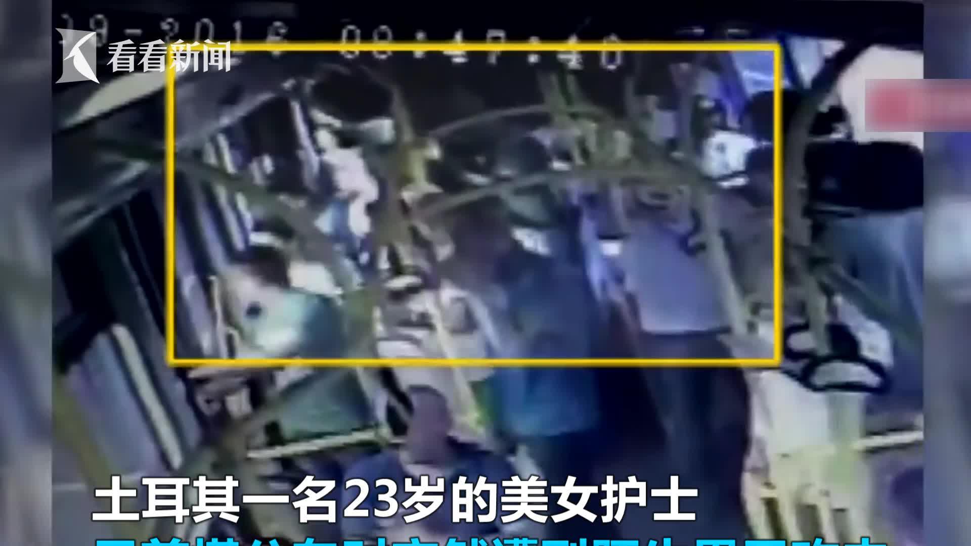 视频丨美女坐公车遭狂殴 暴力男:谁叫她穿短裤太裸露