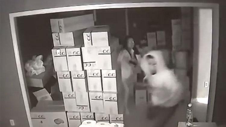 视频丨威猛!华人女子激战三名入室劫匪 击毙一人