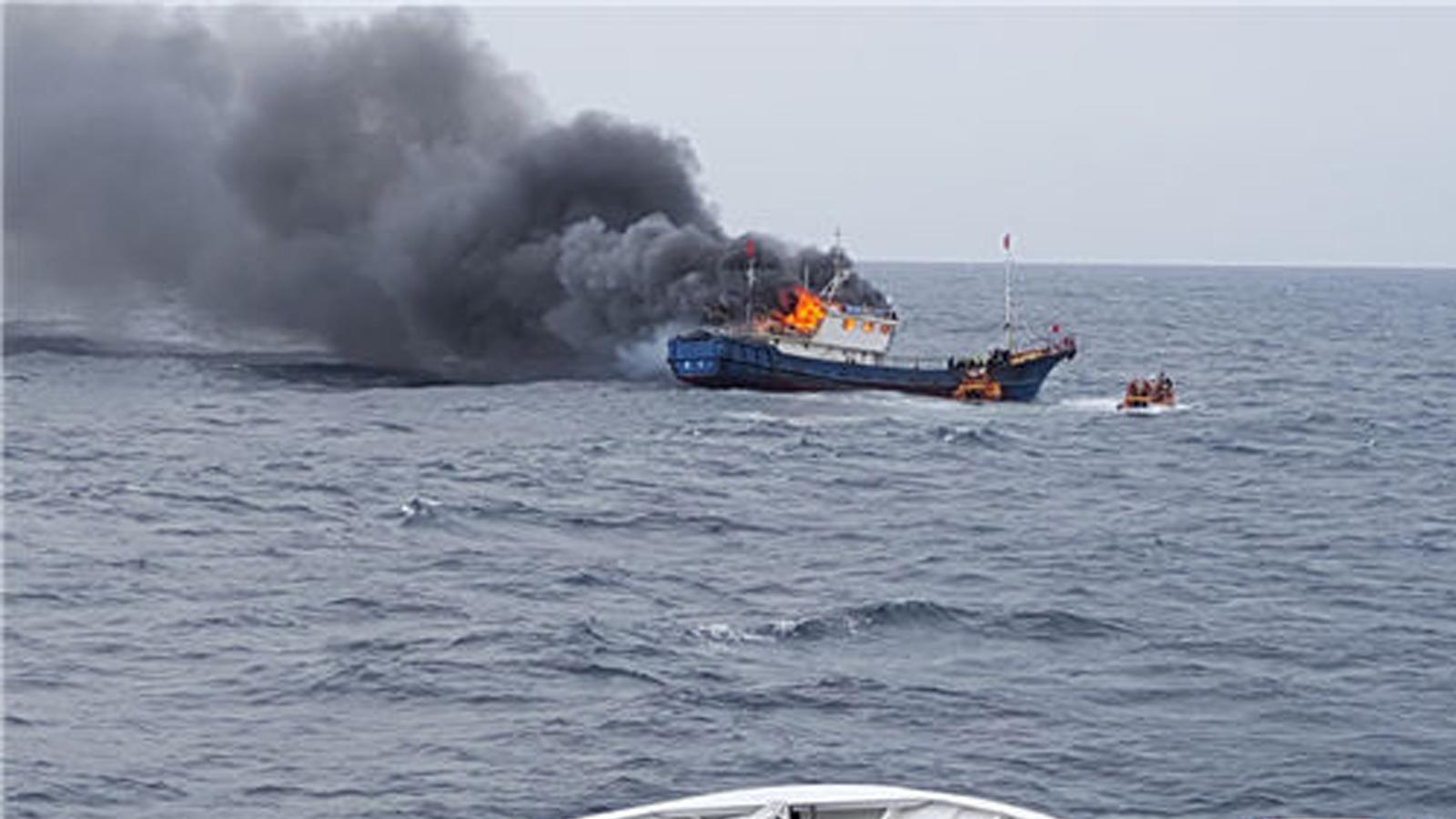 韩国海警向中国渔船投掷爆音弹 3名中国船员死亡
