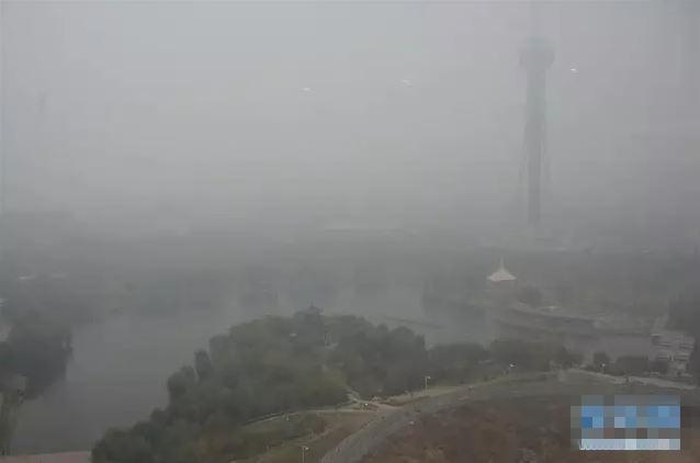 雾霾中的长春市广播电视塔
