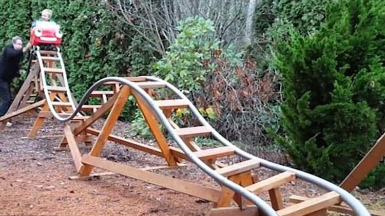 美国退休航天技师自家后院建造三座过山车 最大一座也能体验失重