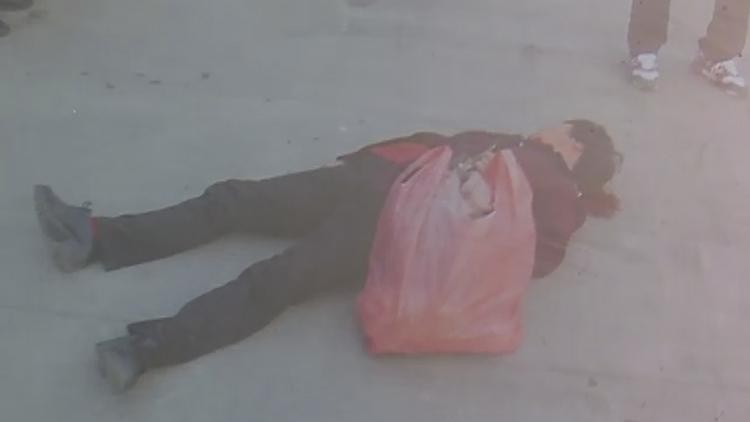 视频丨出租车经过一女子突然摔倒 监控视频还原真相