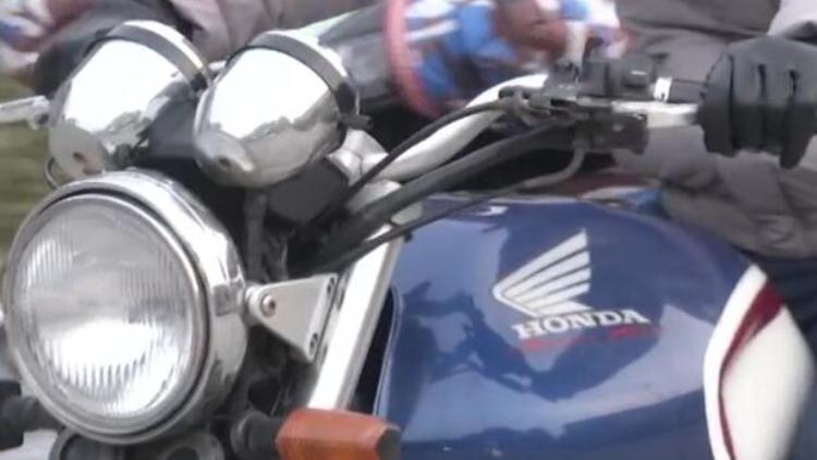 问题少年没钱买摩托车 约买主当面交易喷辣椒水抢车
