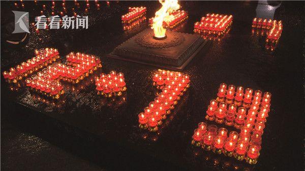 蜡烛摆成的1213字样.jpg