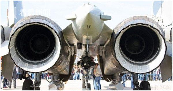 苏-35的al-117s矢量发动机尾喷口
