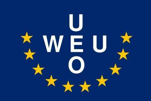 1948年3月17日,法国、英国、荷兰、比利时和卢森堡签署《布鲁塞尔条约》,宣布成立布鲁塞尔条约组织。1954年10月23日,布鲁塞尔条约组织五国与联邦德国和意大利签署《巴黎协定》,对《布鲁塞尔条约》进行了修改,将布鲁塞尔条约组织改名为西欧联盟:Western European Union—WEU