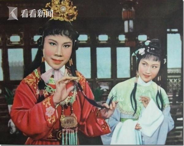 徐玉兰(左一 扮演贾宝玉)