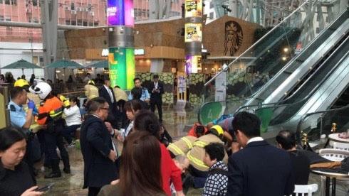 """旺角""""通天扶梯""""突发故障 顾客惊慌失措滚落"""