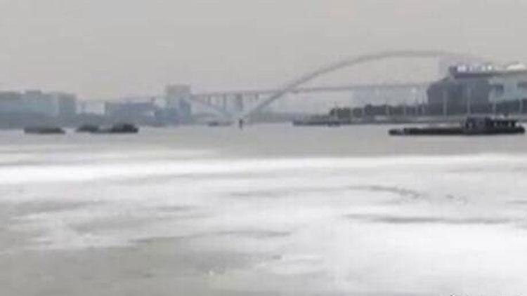 上海黄浦江漂白色泡沫带?真相原来是这样